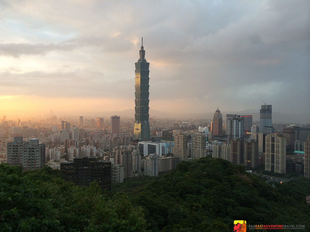 Sunset overlooking Taipei 101 from Elephant Mountain shot with the iPhone 5s