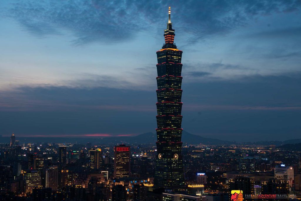 Views of the Taipei 101 skyscraper and surrounding area from Elephant Mountain, Xiangshan (象山)